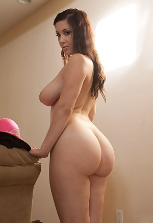 Big Booty and Boobs Porn Pictures