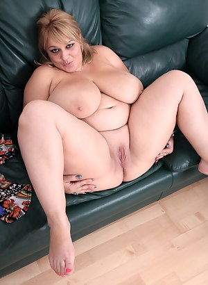 Big Boobs Spreading Porn Pictures